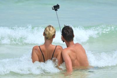 News_Maggie_Selfie Stick_Pixabay