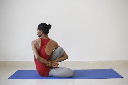 Sports_9-27_alyiahicks_yoga_credit_yogawithamit