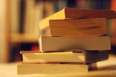 A&E, 1115, 4 New Books for Break, Jessica Clifford, PC- Wikimedia Commons