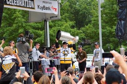 Sports_IsaiahHilaire_Hockey_daveyninFlickr