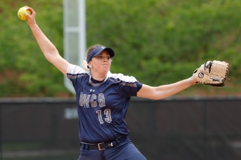 NCAA SOFTBALL:  APR 22 Chattanooga at UNC Greensboro