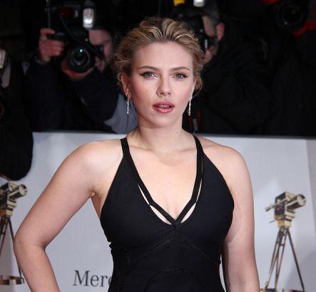 Goldene_Kamera_2012_-_Scarlett_Johansson_3.jpg