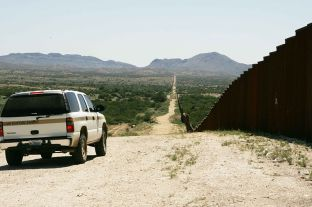 News_Laura_Border Patrol_Hillbrand Steve, U.S. Fish and Wildlife Service, Wikimedia Commons